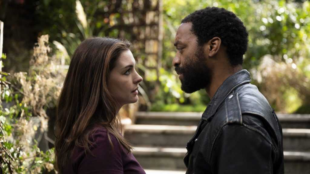 Anne Hathaway, Chiwetel Ejiofor in Locked Down