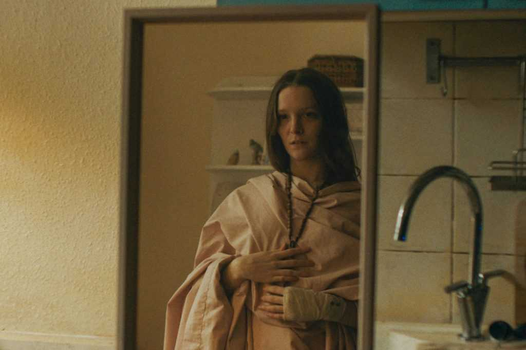 Saint Maud (2019): recensione e analisi dell'horror religioso di Rose Glass 12